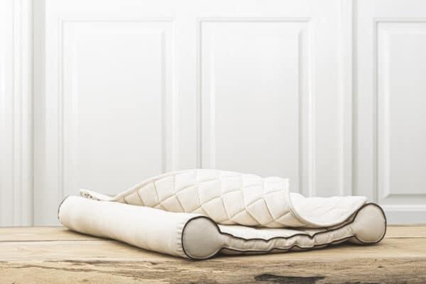 blød, økologisk og fin puslepude fra danske NSleep. Puslepuden er lavet af naturmaterialet kapok.